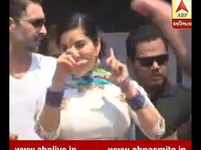 Sunny Leon Dance in Surat