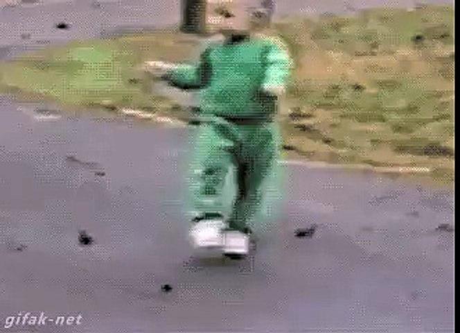 Un bébé acrobate
