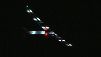 """El avión solar """"Impulse"""" llega a Arizona tras un vuelo de 15 horas desde San Francisco"""