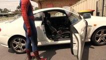 Thor laisse traî son marteau partout chez Spiderman.. LOL