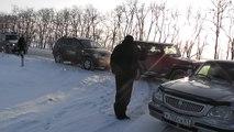 Au rămas fără cuvinte când, în mijlocul iernii, au văzut ursul în mijlocul drumului. Totul a fost filmat.