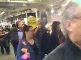 Manifestation aux galeries Lafayette pendant les soldes