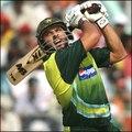 Cricket great video - Shahid Afridi scores 25 runs of 12 Balls vs India 2004 ICC Champions Trophy - Cricket live