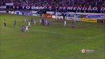 QUE PERIGO! Itabaiana cobra falta, a bola fica viva na área, mas o goleiro do Sergipe fica com a bola
