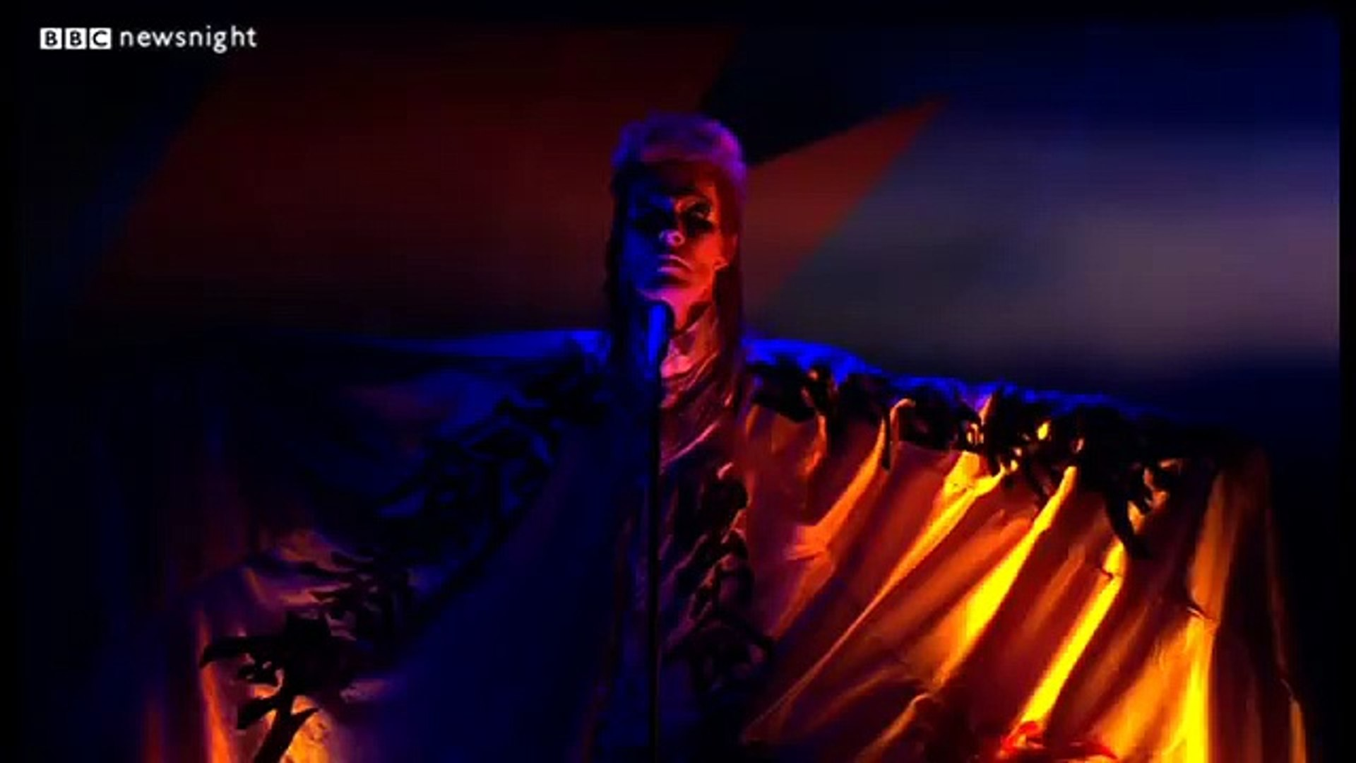NEWSNIGHT: David Bowie sings us out