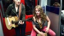 Elles font un concert dans le métro, mais quand ce passager se joint à elle, le spectacle devient exceptionnel !