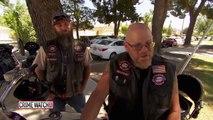Un enfant terrifié se présente en cour pour témoigner, regardez bien ce que ces motards lui font!
