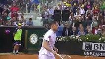 Totti si dà al tennis al Foro Italico, scende in campo per beneficenza.