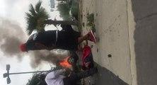 Il sort un automobiliste d'une voiture en feu