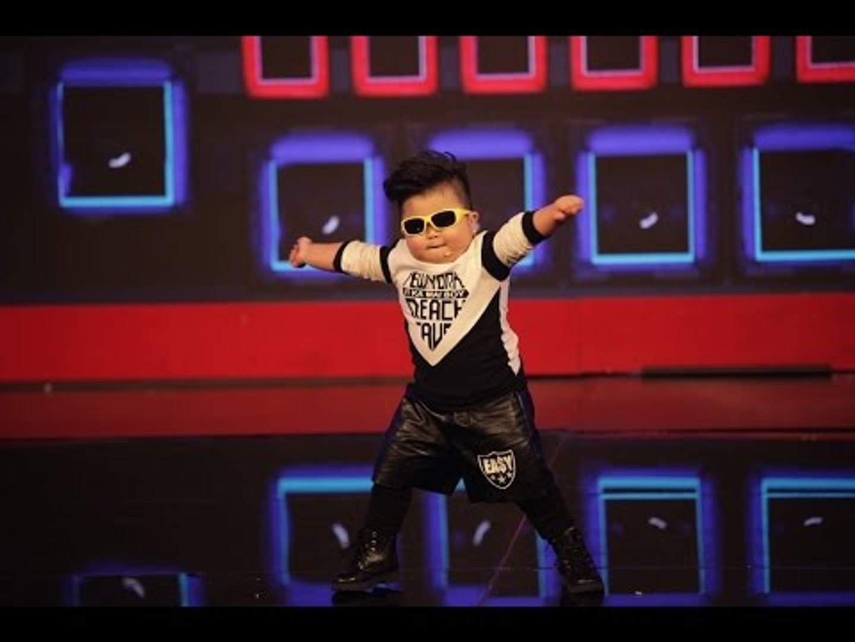 Tin Tin - thần đồng âm nhạc Việt Nam 2016 khi chỉ mới 4 tuổi.