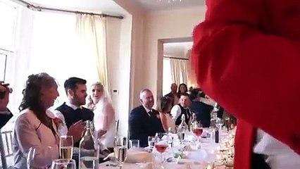 Olha o Jurgen Klopp aparecendo no meio do casamento