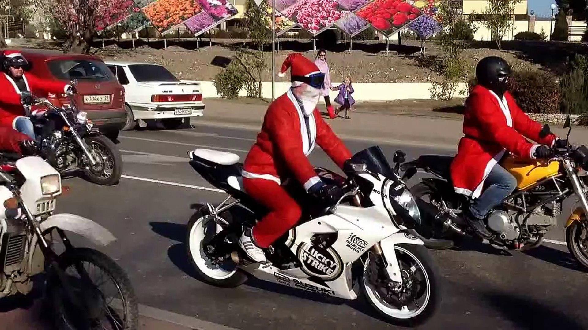 Парад Дед Морозов. 28 декабря 2013 года. Сочи