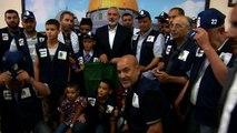 صورة جماعية مع الوفد الجزائري والقائد اسماعيل هنية 25-06-2013