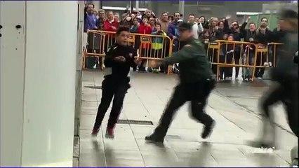 Fã mirim dribla seguranças para abraçar Cristiano Ronaldo e o craque retribui protegendo o menino!
