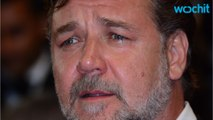 Russel Crowe Demonstrates Why Dad Jeans Should Be Banned
