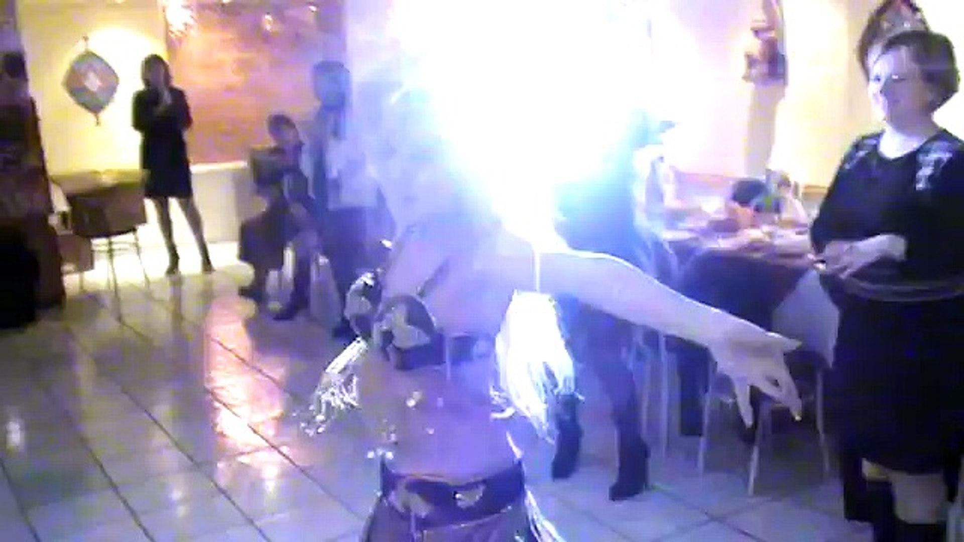 Юля танцует на дне рождения у папы 19 декабря 2010.mpg