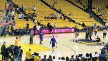 Stephen Curry réalise un 5/5 du logo au milieu du terrain à l'entrainement