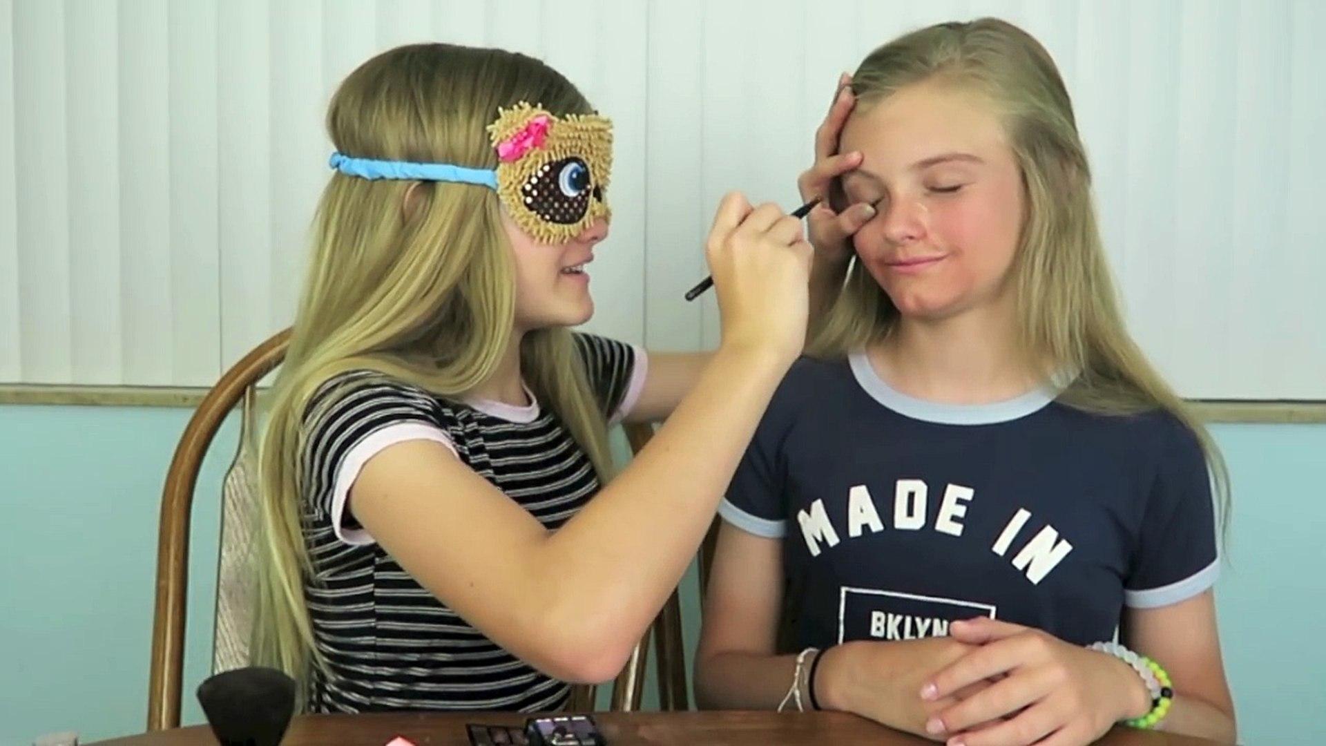 Blindfolded Makeup Challenge - Jacy and Kacy