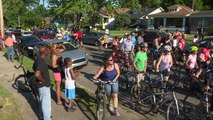 Louisville cyclists pay tribute to Muhammad Ali