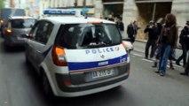 """Voiture de police brulée: Les internautes saluent le courage du policier agressé renommé le """"policier Kung-Fu"""""""