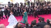 Bella Hadid presque nue sur le tapis rouge de Cannes