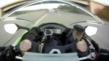 Motor Ile 300 Km Hız Yaparken Yanından 350 Km Ile Geçen Audii