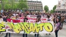 Rassemblement à Paris contre la firme américaine Monsanto