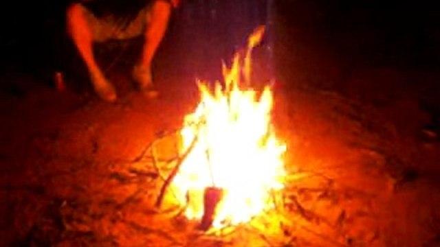 Australien 29 - Lagerfeuer auf einer Restarea