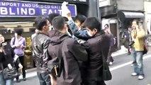 【201303-17】_新大久保デモ後のカウンター側と新大久保地元民