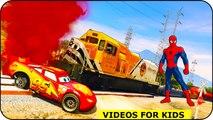 Lightning McQueen a besoin d'aide de Spiderman! Fun Cars Cartoon avec Comptines Chansons pour enfants