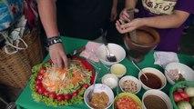 K-LOVE LATW Pt 7: Scott eats and makes Som Tam in Thailand