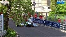 Une grue lฬ une formule 1 au grand prix de Monaco au-dessus de la piste pendant une course !