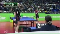 Voici la plus drôle de toutes les parties de ping-pong du monde !