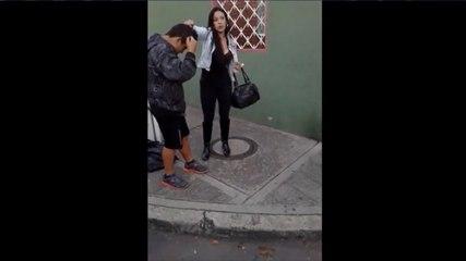 Mujer atrapa a sujeto que pretendía robarla y lo obliga a desnudarse