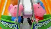 Pig gorge da família  peppa. Pig no parque de diversão!!!  Em português totoykids