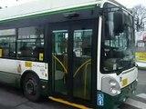 Odjezd trolejbusu Škoda 24 TrBT ze zastávky Hlavní nádraží ČD, Americká