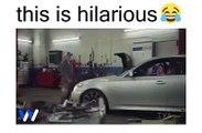 O mecânico pediu-lhe para sair do carro o que acontece a seguir...