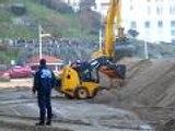 Biarritz - On remet le sable après les fortes vagues
