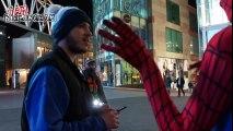 Habillé en Spiderman, ce jeune homme prouve que tout le monde peut être un héro