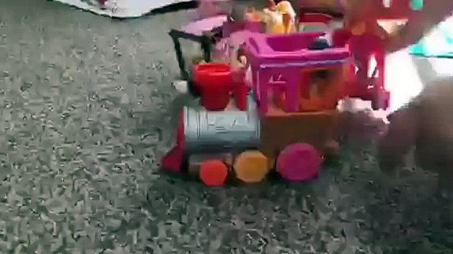 Putting a lalaloopsy train together TIME LAPSE