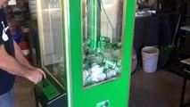 Machine à pince pour choper des canettes de bière.. Ahhaha