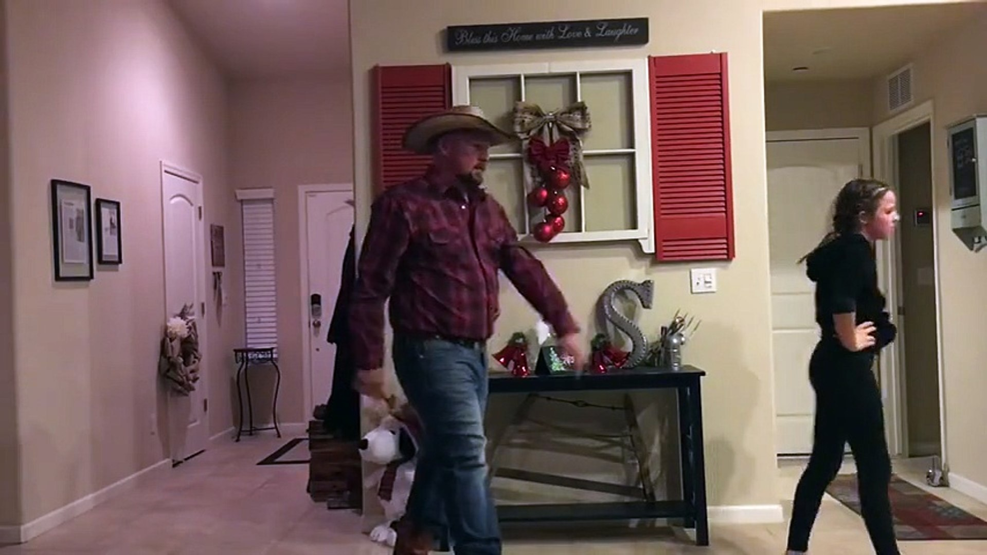 Dad performs epic hip hop dance with daughter - and twerks!