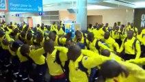 Danse de 300 pompiers sud-africains à l aé au Canada pour aider sur les gros incendies