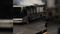 Le immagini dell'autobus in fiamme sul Muro Torto a Roma