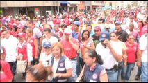 """Cientos de jóvenes chavistas marchan en defensa de la """"soberanía"""" venezolana"""