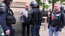 La police oblige un photographe à effacer ses photos