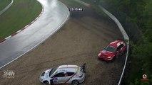 Accidents de voitures de courses sous la grê au circuit du nurburgring en Allemagne