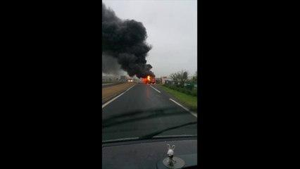 Un bus en feu à Saint-Hilaire-Petitville (Manche)