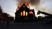 Incendie et destruction complète d'une église aux Etas-Unis