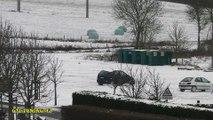 Dérapages sur la neige en Peugeot 306 et Renault Scénic